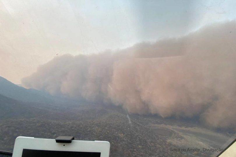 Pantanal nuvem de cinzas